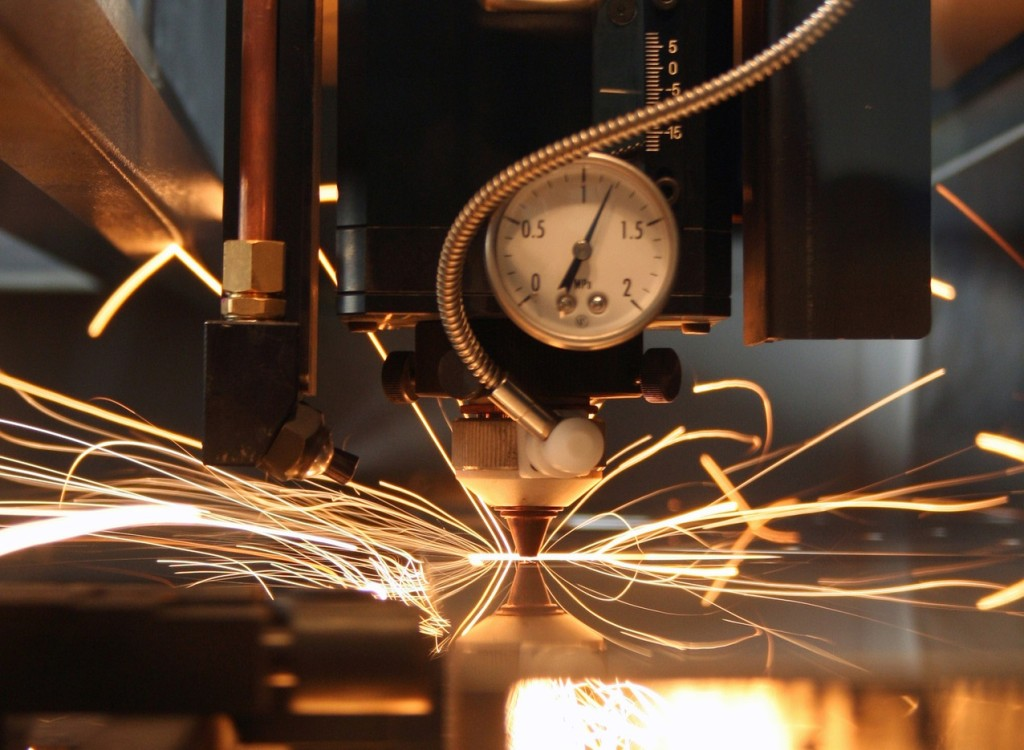 Stainless steel laser cutting - sparks